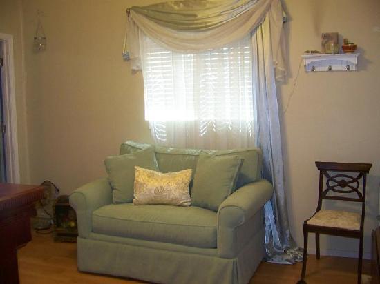 Serenity Tea House Inn: small living room w/ elec fireplace