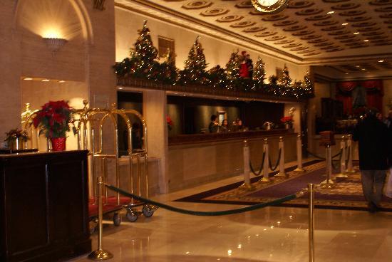 โรงแรมรูเซเวลท์: Front of House