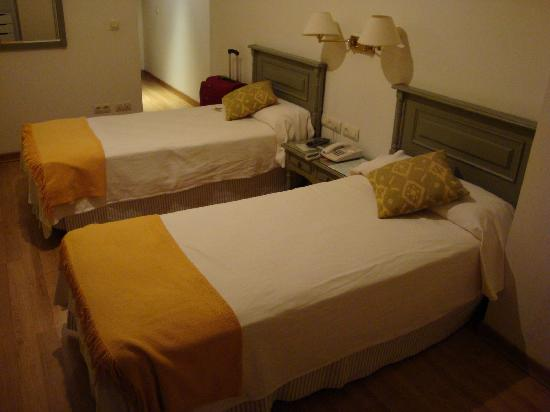 Hotel Alcantara: Our second-floor room