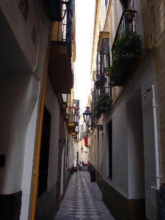Hotel Alcantara: The tiny street this hotel is on
