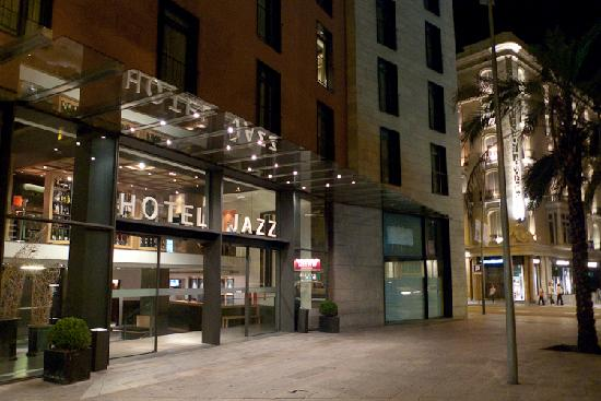 Entrance to hotel jazz barcelona picture of hotel jazz for Designhotel jaz
