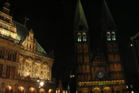 Bremen Town Hall (Rathaus): rathau & bremer dom