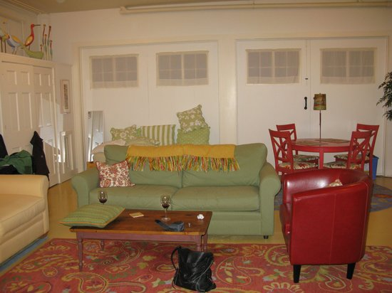 Howard Street Guest House: The living room - large, comfortable upholstery
