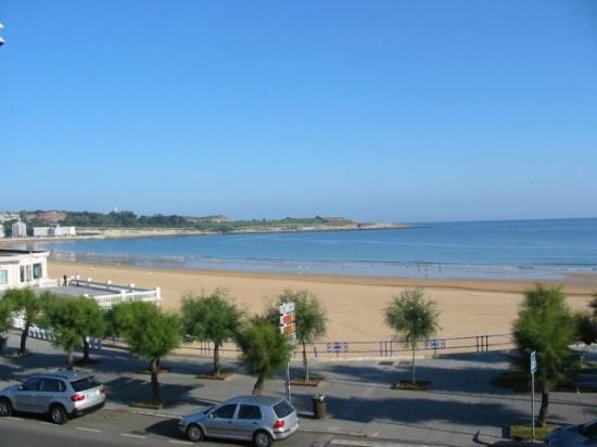 Playa Primera de El Sardinero: Primera playa de El Sardinero vista desde la habitación del hotel