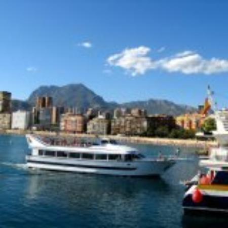 Playa de Poniente: boat trip to isla benidorm