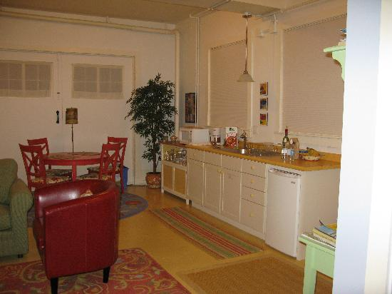 Howard Street Guest House: Kitchen - easy to work in