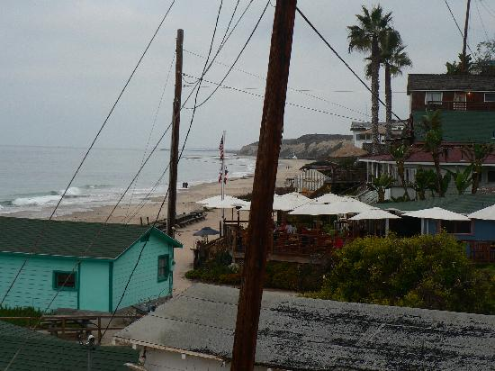 Crystal Cove Beach Cottages: View of Beachcomber Restaurant from our cottage