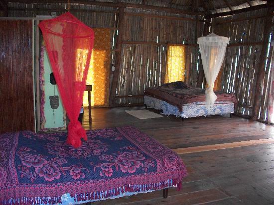 Empalme a Las Playas: inside one cabanas