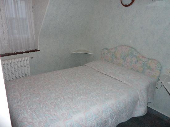 Chambre quadruple lit double pour les enfants picture of for Chambre 9m2 lit double