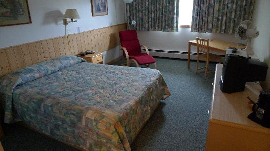Canadas Best Value Inn: Room 235