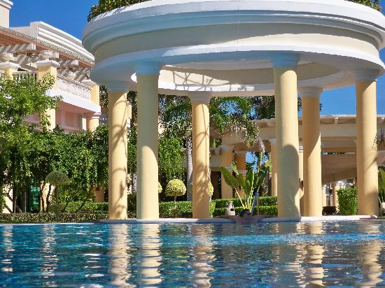 Iberostar Grand Hotel Paraiso: TRANQUILITY POOL NAP TIME