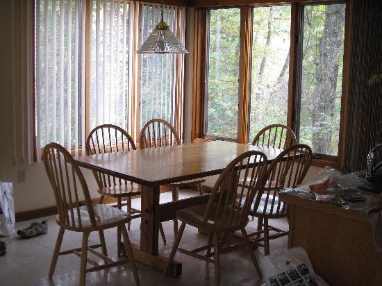 Shawnee River Village 2: Kitchen w/casement windows