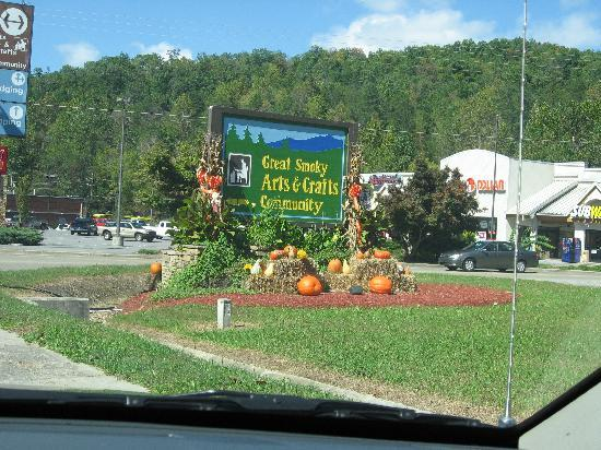 Great Smoky Arts and Crafts Community : Entrance to the Arts and Crafts Community