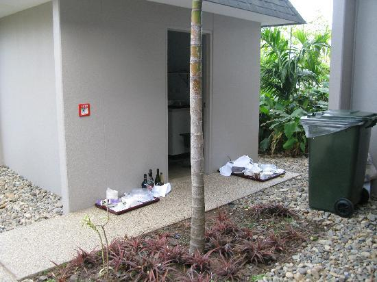 InterContinental Fiji Golf Resort & Spa: Daily rubbish outside - this is a small pile!