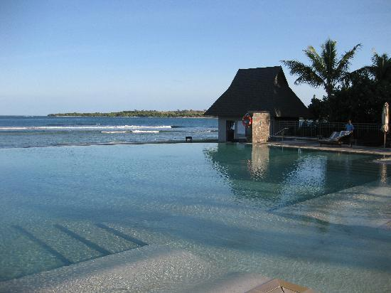 InterContinental Fiji Golf Resort & Spa: Wet Edge Pool