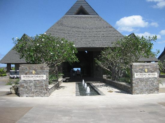 InterContinental Fiji Golf Resort & Spa: Entrance to Hotel