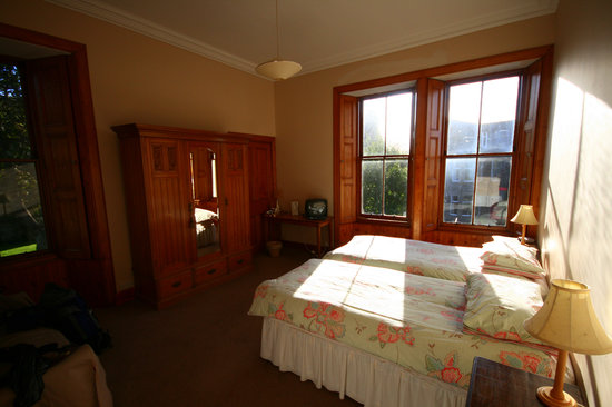 2 Dundas Crescent: Twin bedroom