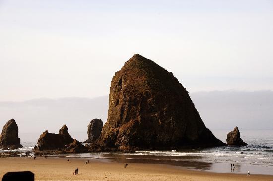 Hallmark Resort & Spa Cannon Beach: Haystack Rock North Side