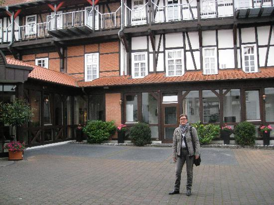 Bad Hersfeld, Germany: Standing by the entrance of the hotel