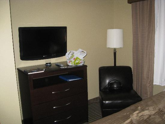 Best Western Plus Olathe Hotel: flat screen tv