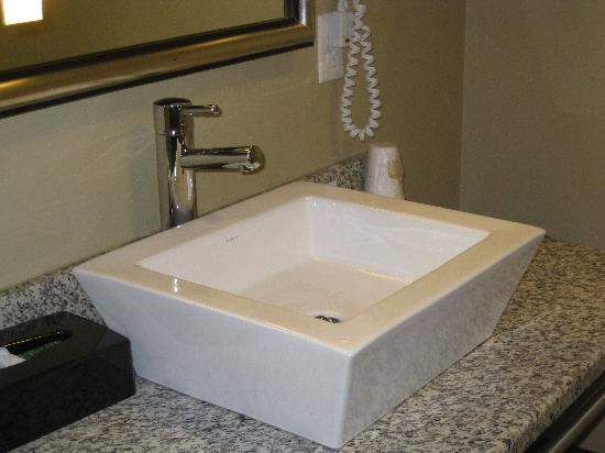 Best Western Plus Olathe Hotel: bathroom sink