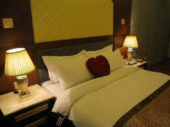 Ta Sun  Hotel: our junior suite room costs abt S$100/ night