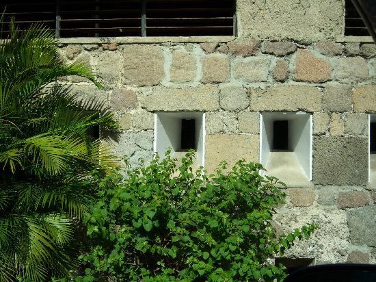 Dominique : actual original fort wall at hotel