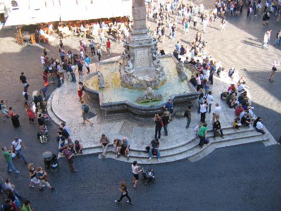 Pantheon Royal Suite: Looking down at the piazza