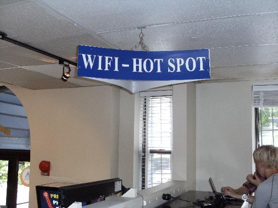 HI Washington DC Hostel: WI FI Area