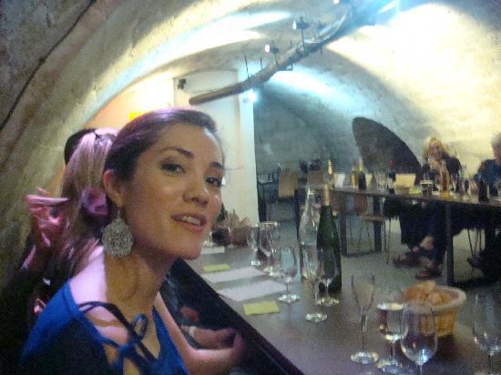 O Chateau - Wine Tasting: tasting in the cellar