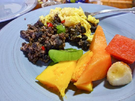 Chalet Nicholas: Gallo Pinto with eggs and other goodies