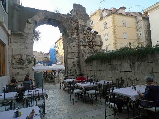 Hotel Peristil: Outdoor Terrace of Restaurant Peristil Hotel