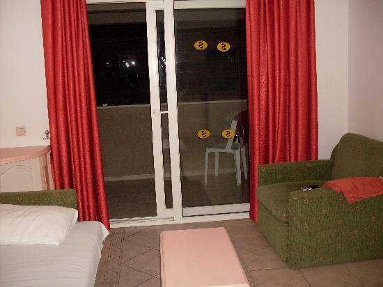 Sincerity Apart Hotel: DOORS DONT LOCK