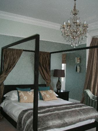 The Hampton's Hotel: the bedroom
