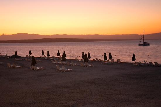 DoubleTree Resort by Hilton Hotel Paracas: Sunset view from the room
