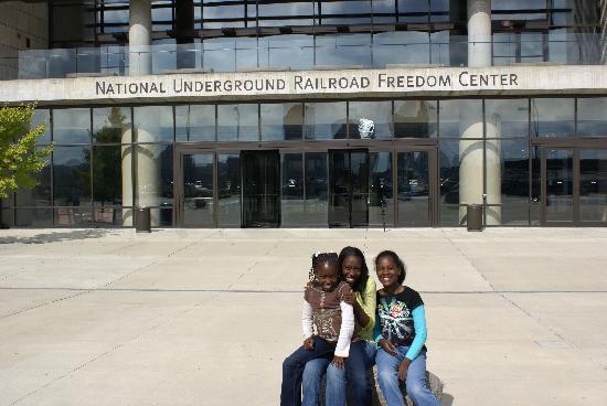 National Underground Railroad Freedom Center: Waiting Outside
