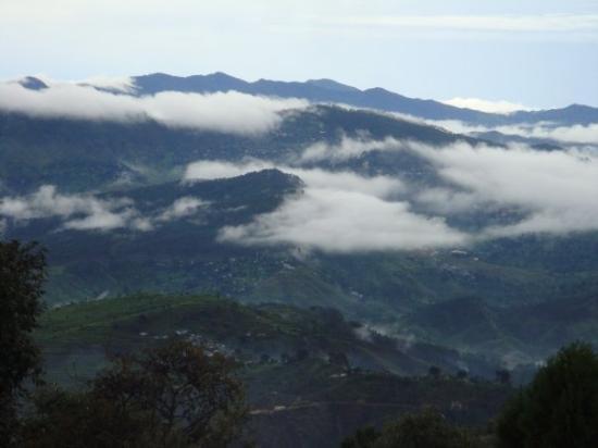 Ranikhet, Indien: ...Hills beyond