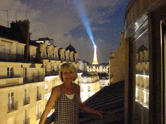 De Vigny Hotel: View of the Eiffel Tower