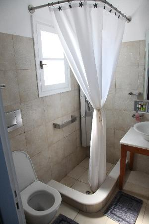 Villa Marandi Luxury Suites: Junior suite bathroom