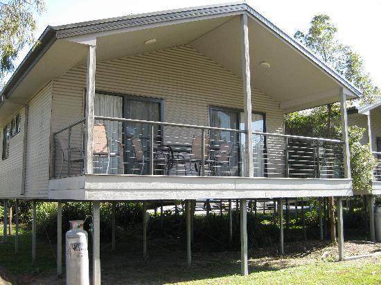 Gold Coast Holiday Park & Motel : Bungalow with balcony