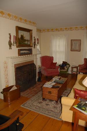 Applebutter Inn Bed and Breakfast: Living Room
