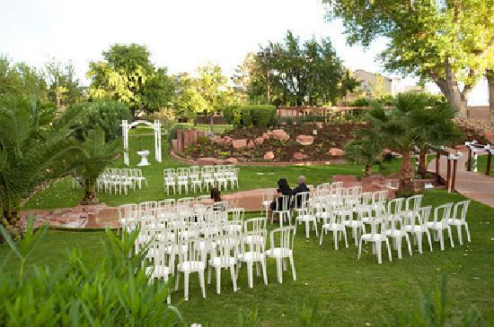 Las Vegas Weddings At The Grove They Set Up Ceremony Beautifully
