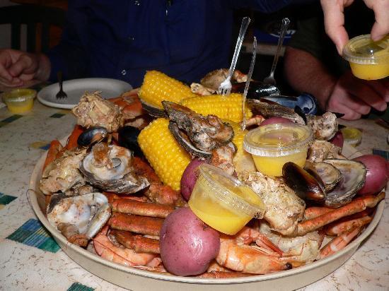 Holiday Inn Express Orange Beach: Gulf Shores Steamer & Grill Platter
