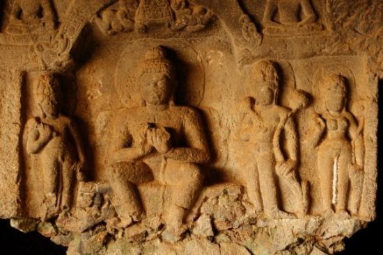 เมือง Lonavla, อินเดีย: Ancient cave sculpture at Karla, Lonavala. Built during the 3rd-2nd Century BC, these works of a