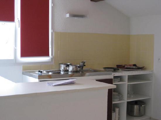 Zenitude Hôtel-Residences La Versoix : kitchen