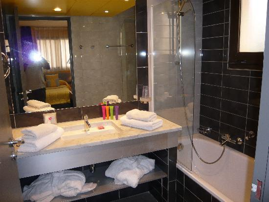 toilette salle de sport photo de hotel cezanne cannes. Black Bedroom Furniture Sets. Home Design Ideas