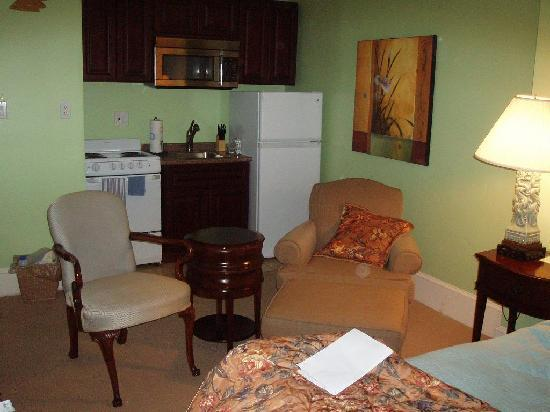 "La Reserve Center City Bed and Breakfast: Independence suite ""Kitchenette"" area"