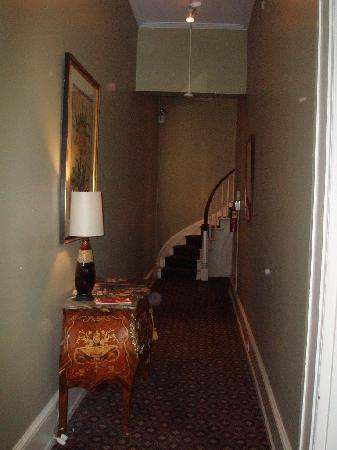 La Reserve Center City Bed and Breakfast: Stairway to the Independence & stairs that lead to Independence suite.