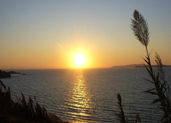 Agios Stefanos, Yunani: The sunset in san stefanos, taken from just 50 yards away from the Kapetanios apartments