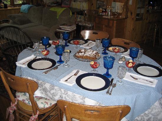 Barbara's B&B: breakfast table